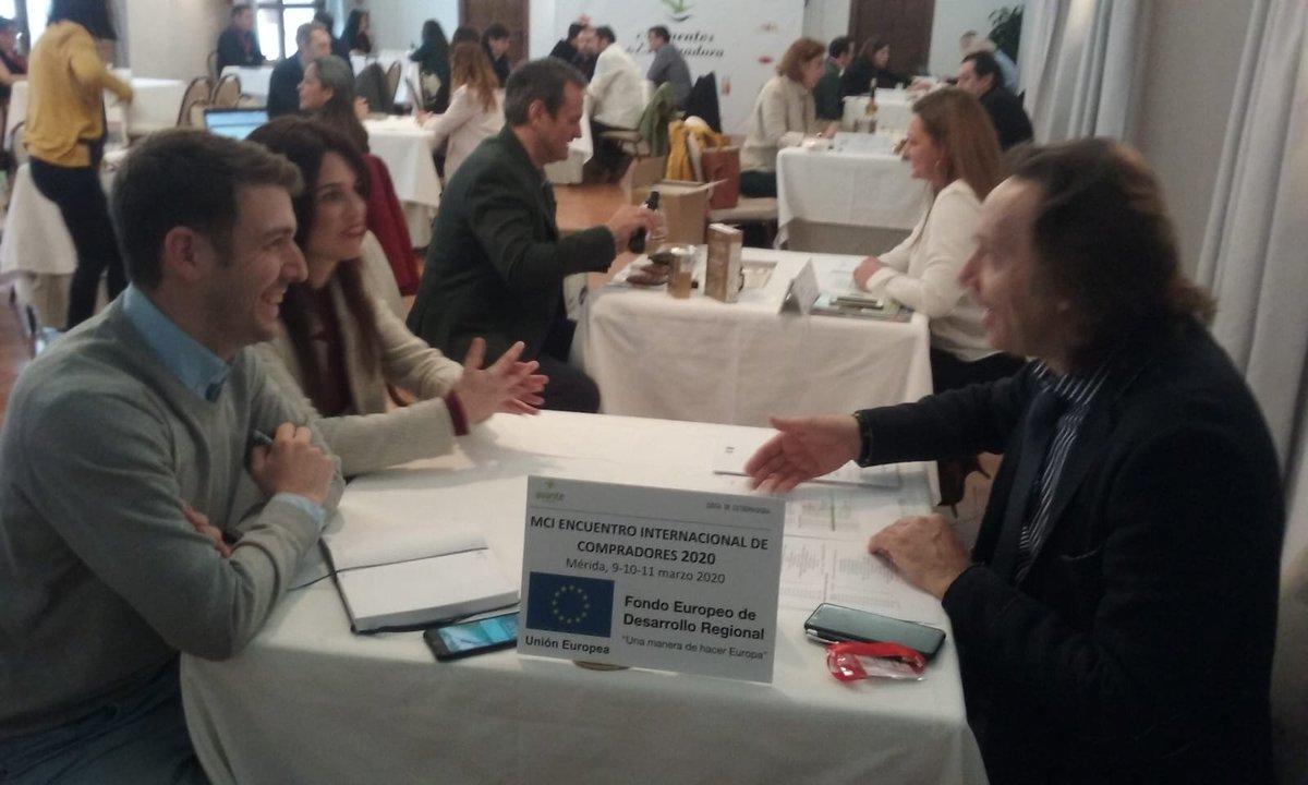 El #Encuentro internacional de #compradores se está celebrando en #Mérida y cuenta con la presencia de una seleccionada delegación de #importadores procedentes de Europa, Asia, América y África. ¡Creando sinergias! @Junta_Ex @e_avante @Junta_Economia @JuntaEx_Empresapic.twitter.com/AkymR9yV8C