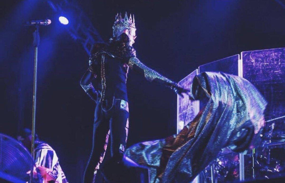 Konzertfoto von der Feel it all Tour!  Concertpic from The Feel it all Tour! #billkaulitz #konzertfoto #concertpic #feelitall #worldtour #tokiohotel #liveonstagepic.twitter.com/Jh9juF0dO5