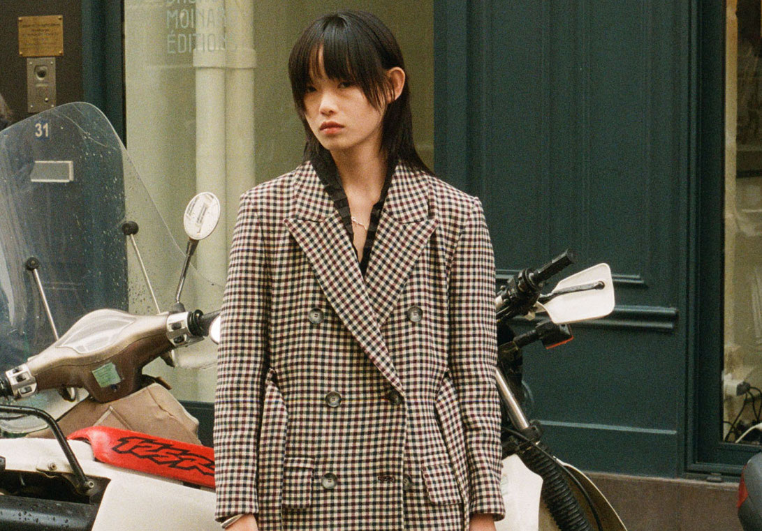 With their demanding schedules, models barely have 20 minutes to unwind nowadays. We spent our 20 with Hot-Lister Xie Chaoyu in the cobblestoned Parisian streets. https://t.co/kKlsdvzIel https://t.co/lHUURLxwFD