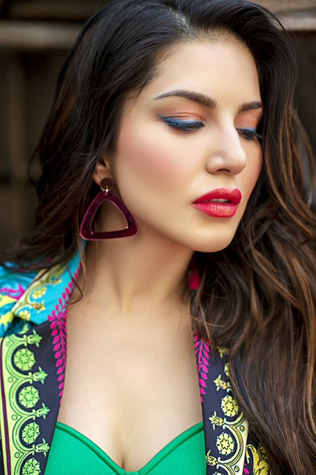 3 pic. The Chaos of colors 🎉!  Lips: Fusion of #CherryBomb & #WildCherry by @starstruckbysl 💄 💋   #SunnyLeone