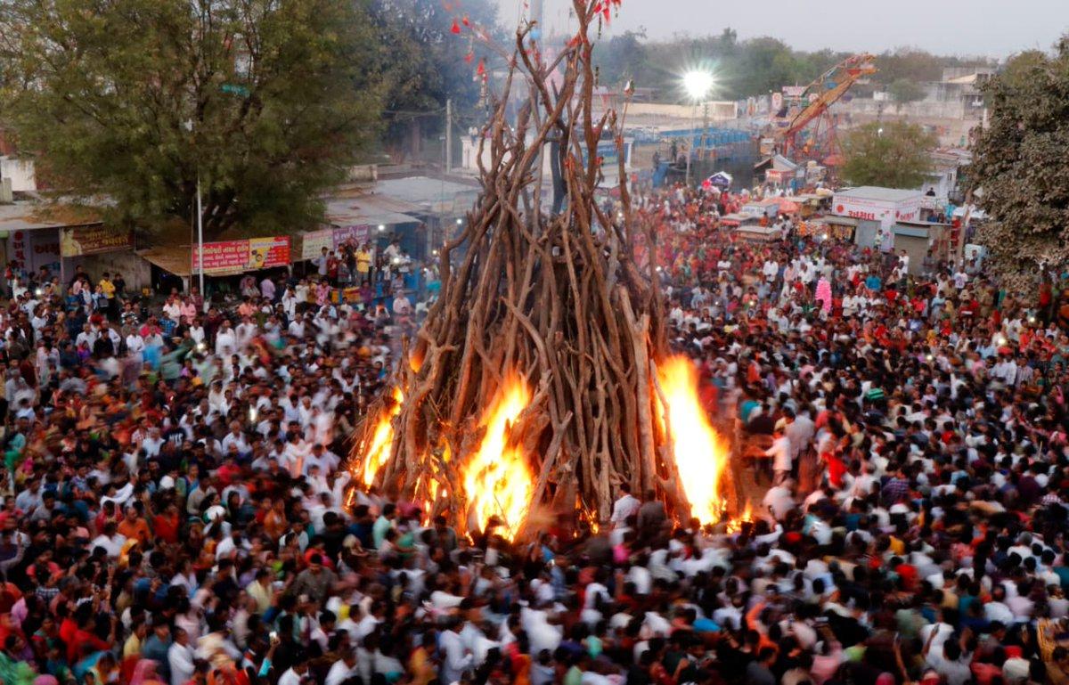 In pics/video: Holi bonfires and Dhuleti celebrations in Gujarat