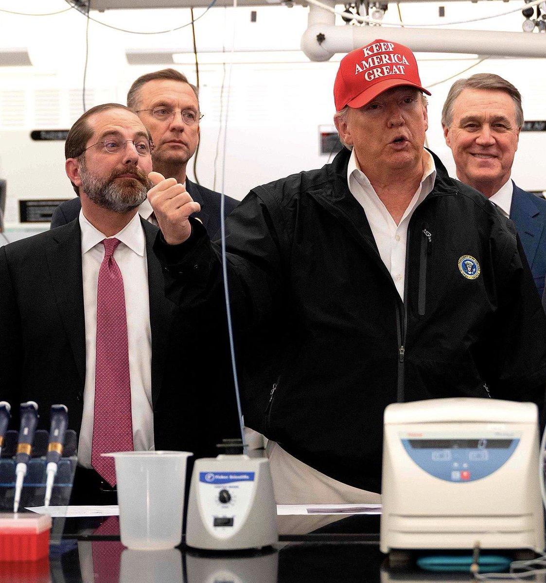#TrumpVirus looks ridiculous wearing a #KeepAmericaGreat hat as he bungles his #coronavirus response