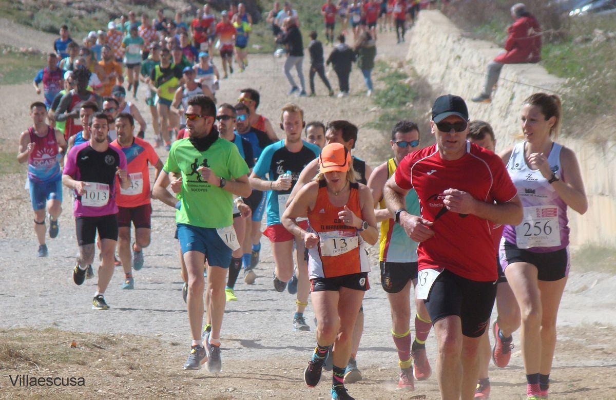 #Atletismo Eva Moreno y Jesús Ponce vencieron en la XII Carrera Popular de #Fuentealbilla.  ➡️ Fue la novena prueba puntuable para el XX Circuito Provincial de Carreras Populares @atletabpopular   ➡️ Llegaron a meta 906 corredores sobre los 987 inscritos.
