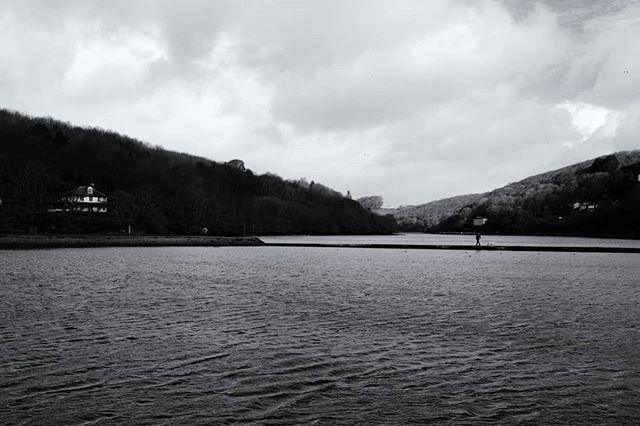 What a place to walk the dog. Magnificent. . #winterscenes #magnificent #walkingonwater #dogwalks #dogwalkers #monochrome #blackandwhitephotography #everydayphotography #britishseaside #southwestcoast #cornishcoast #cornwall #looe #walkswithmorty #x100f https://ift.tt/2Iuo3nzpic.twitter.com/pifmnQtTeA