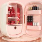 コスメ専用の冷蔵庫「PINKTOP」。化粧品の劣化を防ぐ最適な温度と湿度に設定されている。
