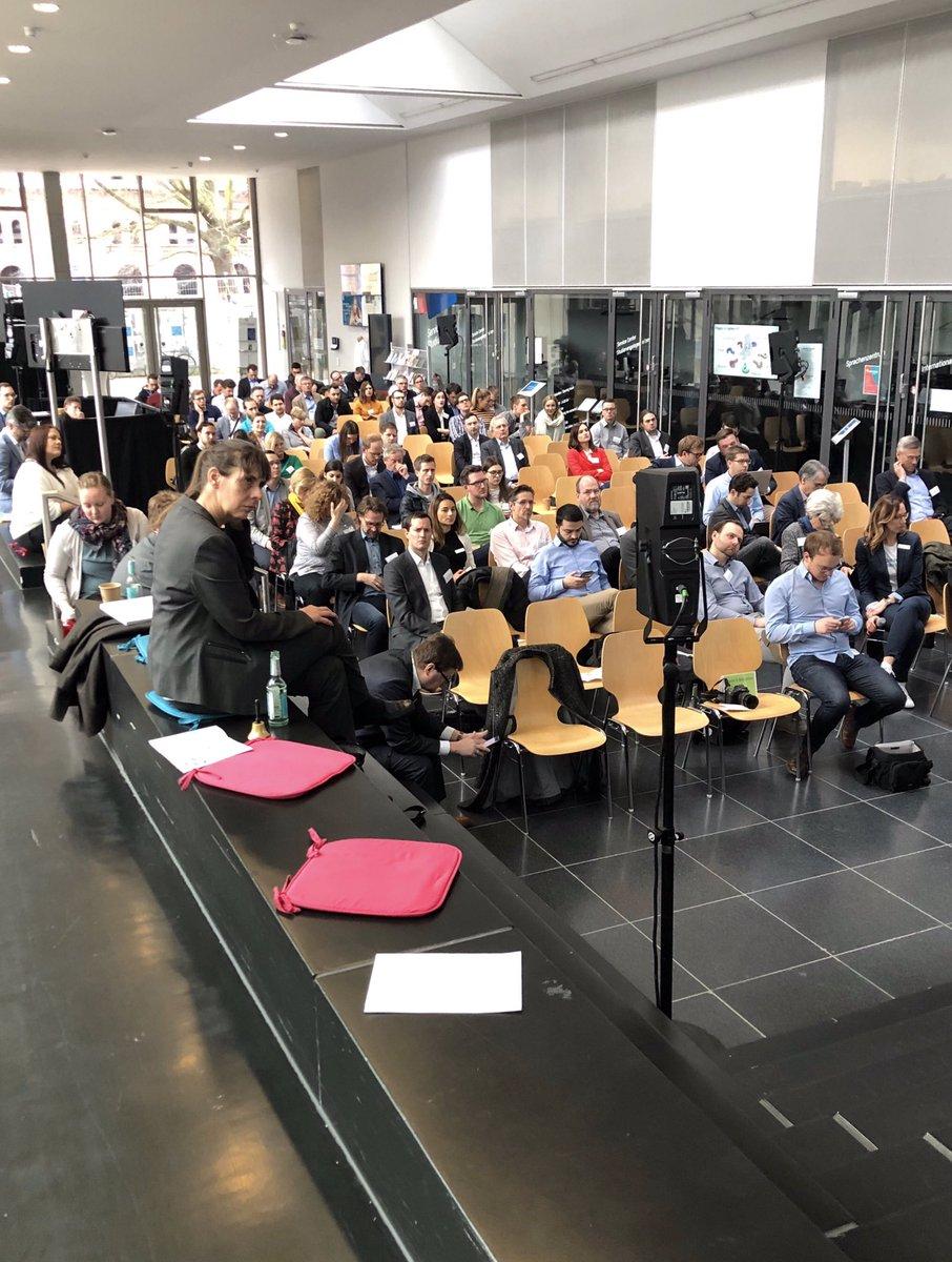 Gleich geht's los. Unser Kollege @ecke_DB ist auf der #Cosmos2020 und spricht über Bahnhöfe als Plattform für neue Mobilitäts- und Logistiklösungen #everyworks #CoworkingDB #HamburgBox #BoxDBpic.twitter.com/13hrw7JONr