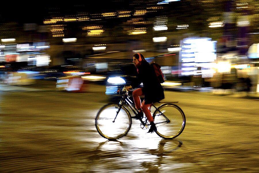 Paris in the night   #photography  #paris #ChampsElysées  #streetphotography  #bike #nightphoto #colorphotograpy #fujifilmpic.twitter.com/AZs51cAPrR