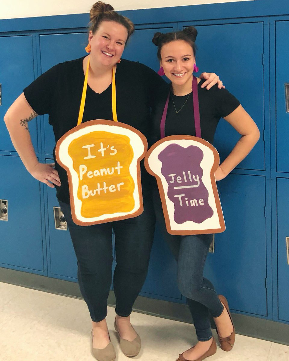 Twinning at the @LMSNation with @MrsClineELA 👯♀️🥜🍞