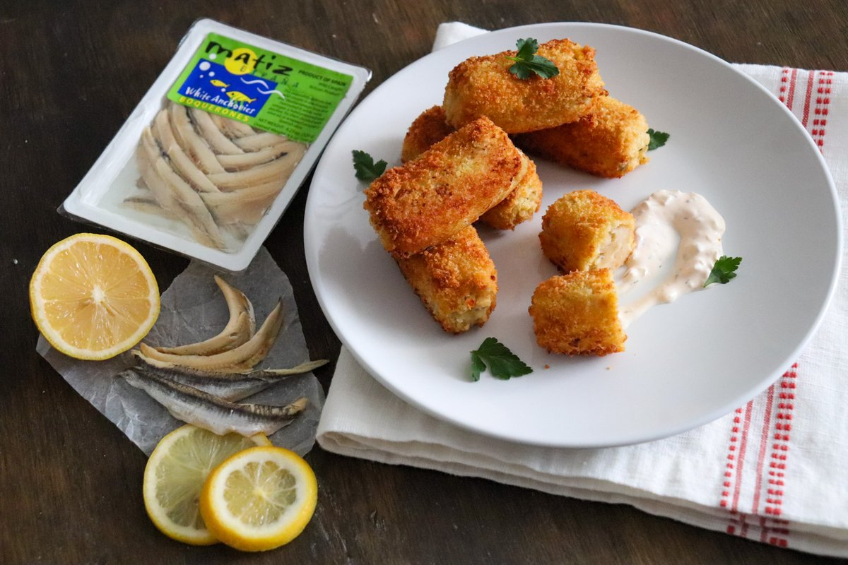 What's golden crunchy on the outside, and creamy-savory and tastes fresh from the sea on the inside? Spanish Croquetas with Matiz Boquerones are DIVINE. Check out  this #tapas recipe on our site! #whiteanchovies #spanishfood #matiz    https://www.culinarycollective.com/recipe/white-anchovy-croquettes/…pic.twitter.com/0OHfLorfUV