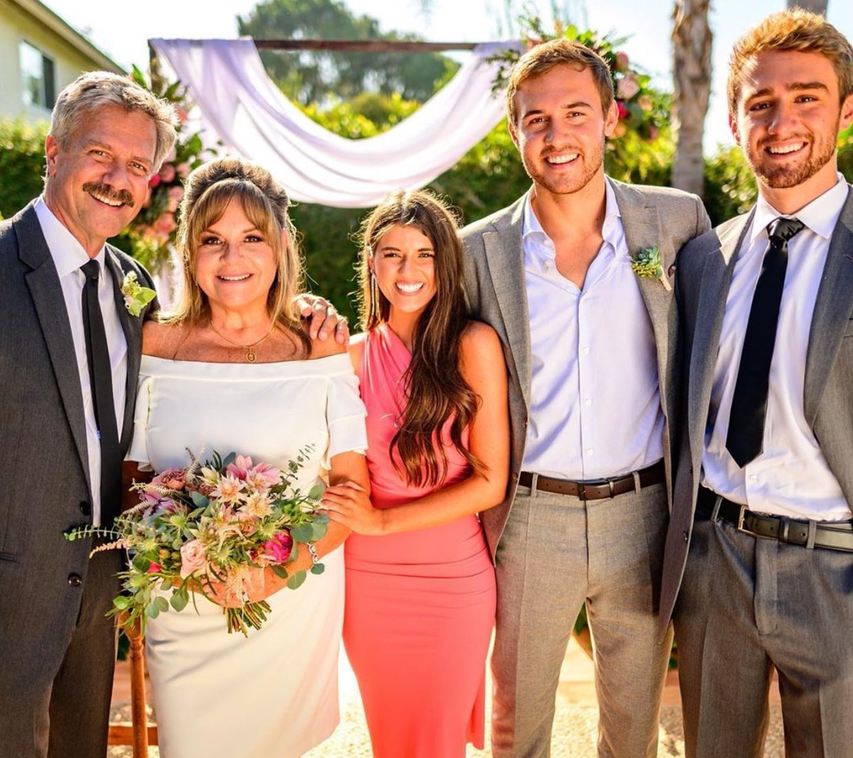 I hope Madi is in every one of Barb's vow renewal photos. #TheBachelor https://t.co/qiOpiagXHK