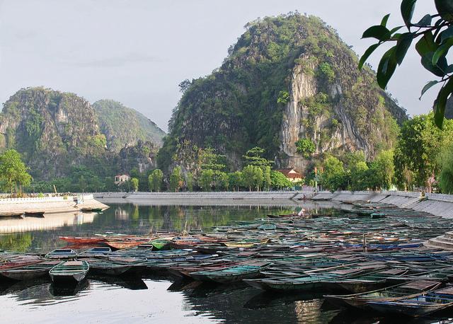 Tam Coc Ninh Binh with the usual tranquil beauty #ninhbinh #vietnam #checkinninhbinh #vissaihotel #tamcoc pic.twitter.com/AFjeTNkhkI