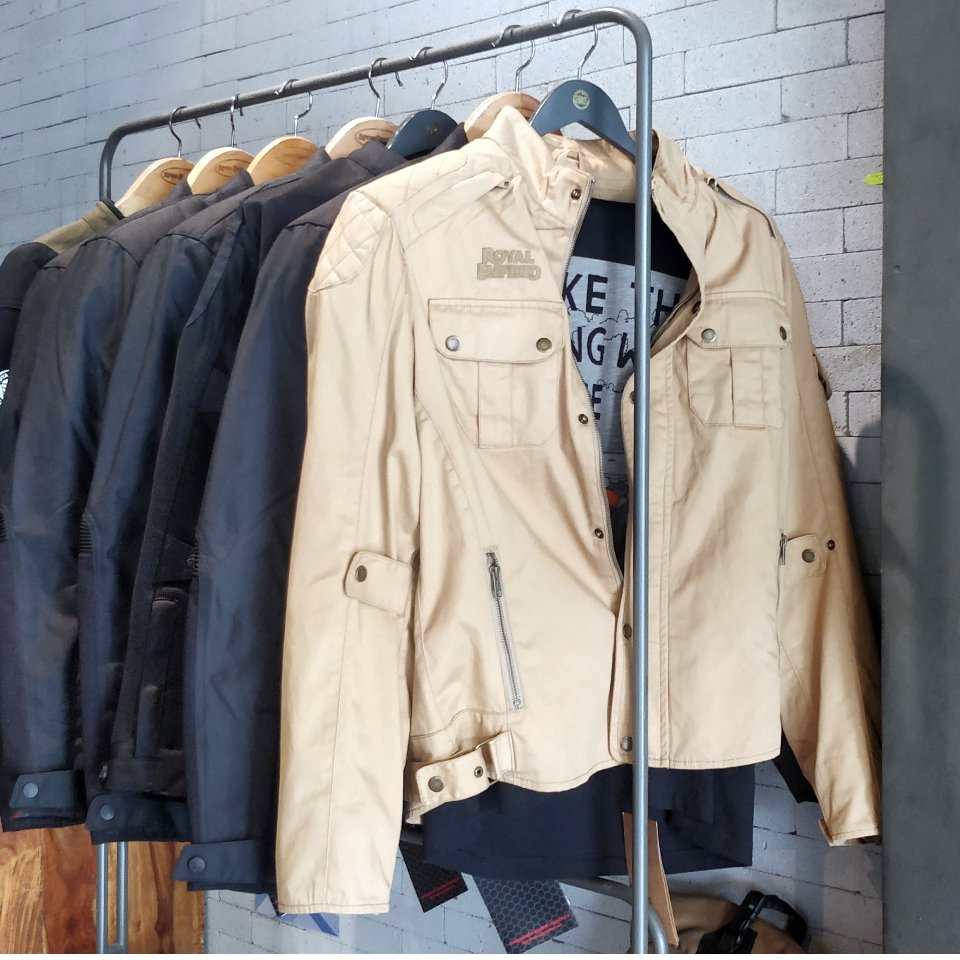 https://lnkd.in/fQRdRxY Wide range of Jackets. Inspired by the motorcycling way of life, Royal Enfield urban jackets offer a perfect balance of style,fit,materials and performance. #RoyalEnfield  #BikeShowroom #RoyalEnfieldServiceCentre #BikeServiceCentre #royalengineershyderabadpic.twitter.com/v0HcWz9yk3