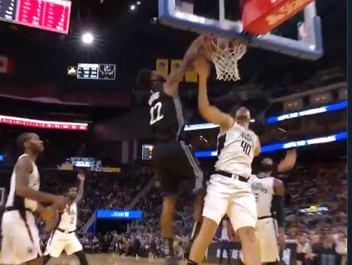 【影片】球隊落後30分,Wiggins有點生氣,籃下起飛隔扣Zubac,解說都驚呆了!-籃球圈