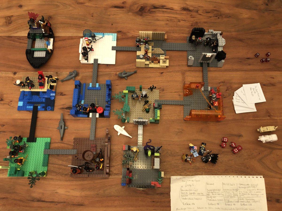"""Spielen das 1. Mal das ausgedachte Lego-Spiel der Kids, funzt prima & hat coole Spielmechanismen, Level heißen """"Schlangenwohnung"""", """"unheimlicher Wald"""" & so  Kids haben sich inspirieren lassen durch analoge & digitale Spiele #SpielDesJahres #stayhomeplaytogether @LEGO_Educationpic.twitter.com/DToP0ndczK"""