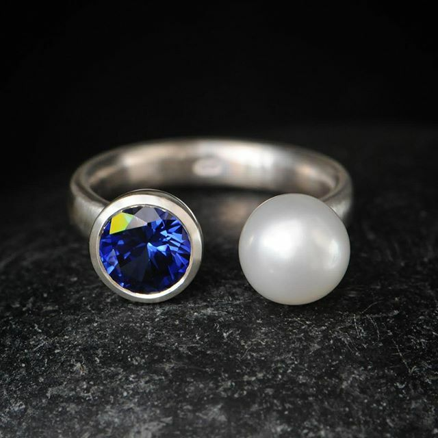 Sapphire and pearl. #sapphirering #pearlring https://ift.tt/3aiUQZ5 pic.twitter.com/89TvvdI5Mf