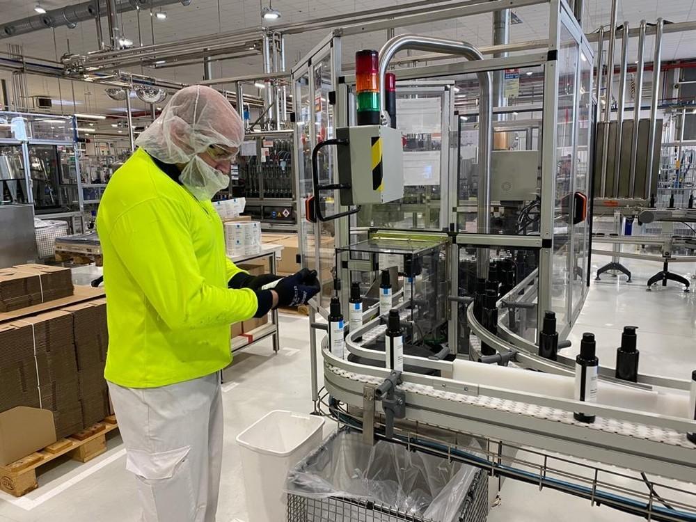 La planta de @lorealspain en #Burgos distribuye sus primeras 20.000 unidades de gel hidroalcohólico entre el centro de mayores de @AspaniasBurgos y el hospital del @GrupoRecoletas #LOréal #Aspanias #Recoletas #COVID19 https://www.diariodeburgos.es/noticia/ZBA85C120-F1C7-63B5-B607AF53E324E480/202003/loreal-reparte-20000-unidades-de-desinfectante-en-burgos?utm_source=dlvr.it&utm_medium=twitter…