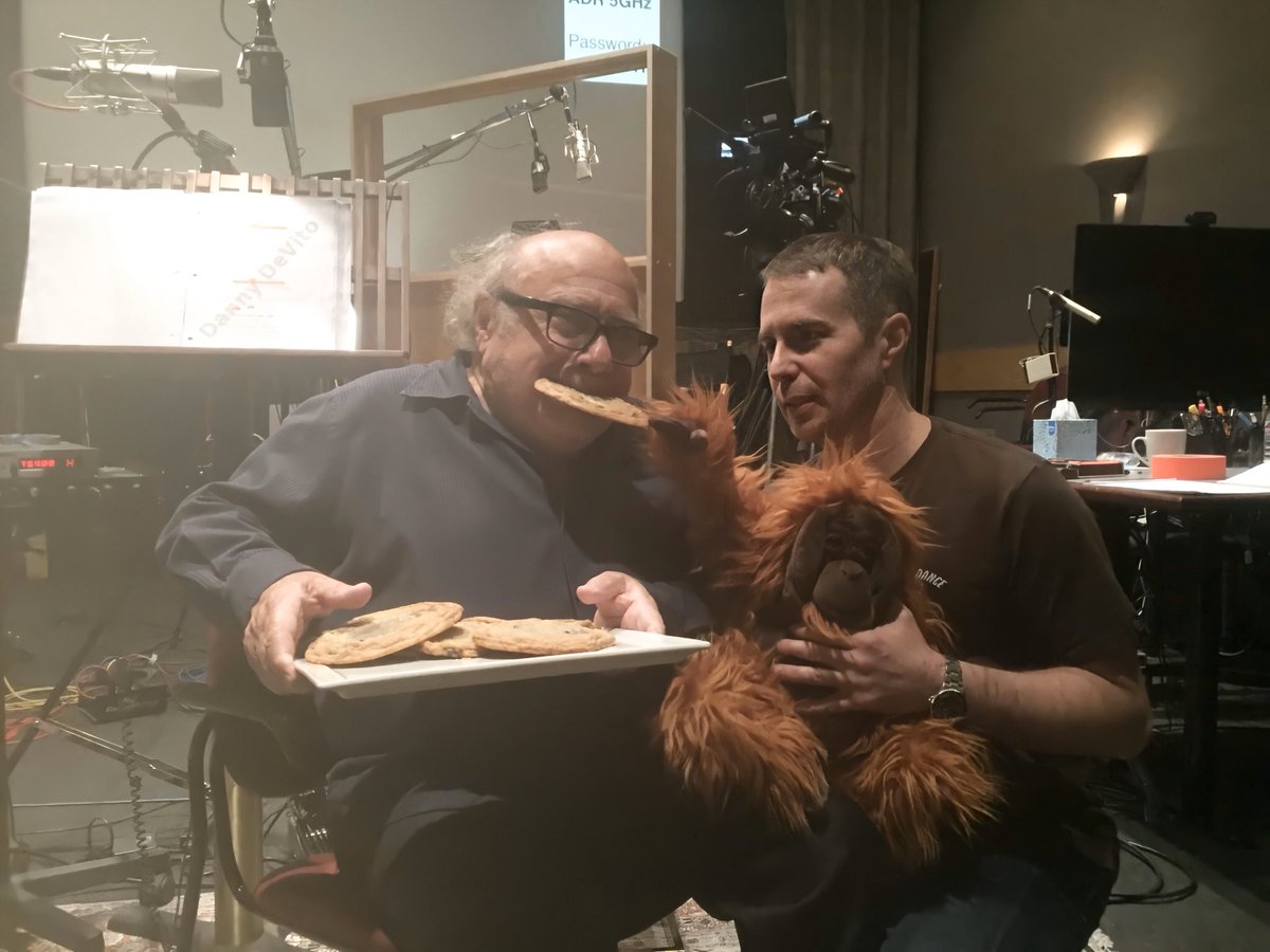 must protecc danny devito and sam rockwell at all costs <br>http://pic.twitter.com/3aCnDiNz8m