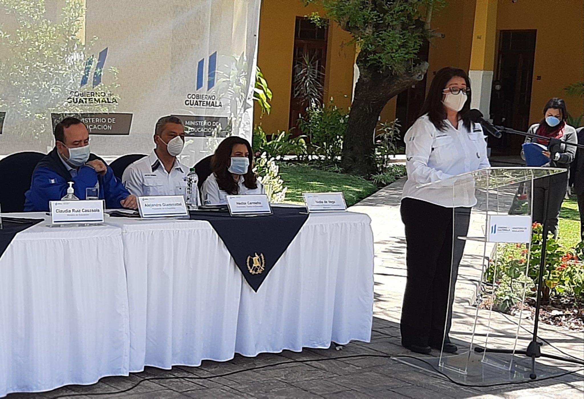 La #MinistraClaudiaRuíz dijo que hay organizaciones que se han sumado como #Funsepa que apoyan a la educación para que a través de sus plataformas se difunda el material para estudiantes del sector público. #JuntosSaldremosAdelante #UnidosContraElCoronavirus #PlanDeRespuesta
