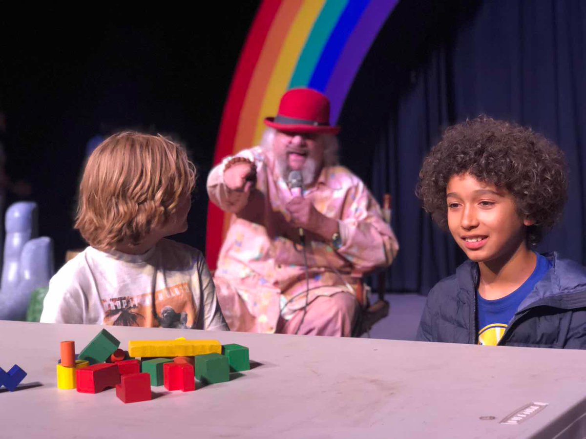 #WavyWednesday - Wavy's Block Head finale on the Rainbow Stage! Every session Wavy leads a Block Head tournament in the Living Room and the finalists play their final game on stage during Awards Night!  #wavygravy #campwinnarainbow #summercamp #kidscamp #hippieicon #blockheadpic.twitter.com/fJLgw6w8rv