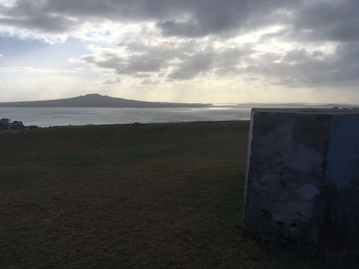 Distancing not seeming so bad when looking out from here - I am very grateful to have these maunga on my doorstep #Rangitoto #distance #walkingpic.twitter.com/CJmYQ53Yqm