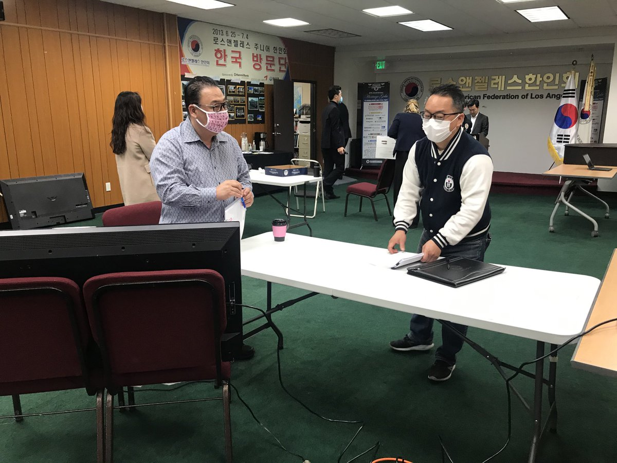 Business owners, others getting help applying for $$ to during financial crisis. This center set up by Assemblymember Miguel Sanchez in #Koreatown . Social distancing, appointment only. Listen to story on @KNX1070pic.twitter.com/kKzjRXeEfe