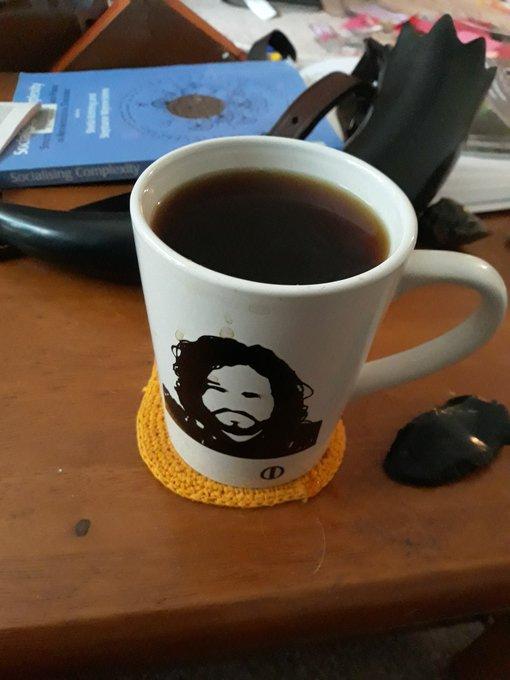 의 미디어: @radiationmouth @Mammals_Suck Jon Snow agrees with you that this is a 5 cup of coffee day 200%. #Le