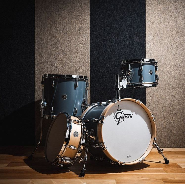#Gretsch #PicOfTheDay! #repost : @chicago_drum_exchange The @gretschdrums Brooklyn...Micro kit is perfect for those small setup situations. Pair it with mesh heads & low volume cymbals so you can play anywhere, anytime!...#gretsch #gretschdrums #drumshop #drummer #drummers...pic.twitter.com/tG7xtxjhW7