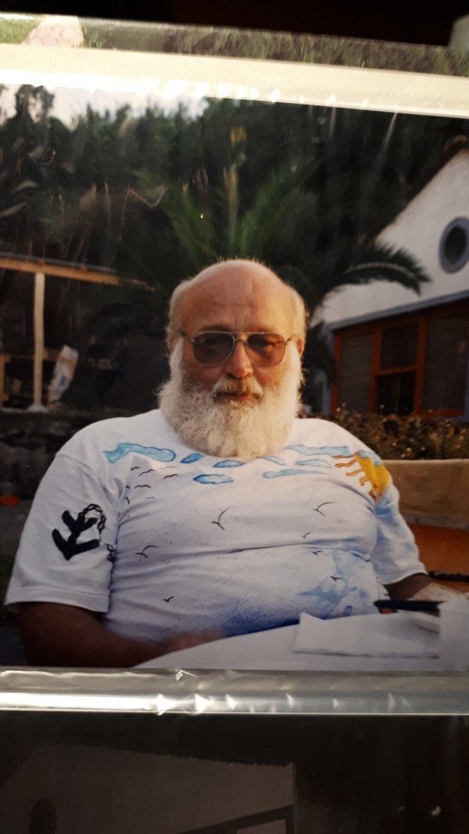 Vi efterlyser en 76 årig dement mand, der har forladt en bolig på Dam-Bo i Sønderborg. Beskrives som mand, 76 år, kraftig af bygning, skaldet og har et stort hvidt skæg. Medbringer rollator eller gangstativ. Set savnede ring 114. #politidk https://t.co/b3SkeJbDaA