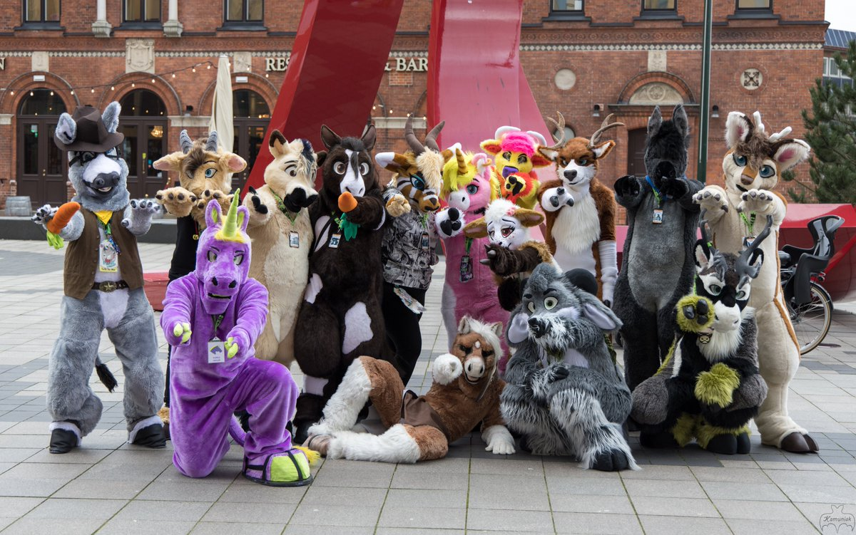 Hoofed furs group shot from #NFC2020  ( This was not arranged by me, just happened to walk by and took the picture /\^.^/\ ) <br>http://pic.twitter.com/s5q929Yago