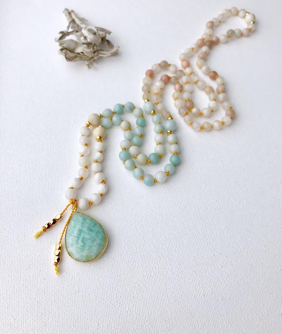 New Beginnings Moonstone and Amazonite Mala https://etsy.me/2TSbs2P  #jewelry #necklace @EtsyMktgTool #malanecklace #malabeads #prayerbeads pic.twitter.com/qV9EguSS0U