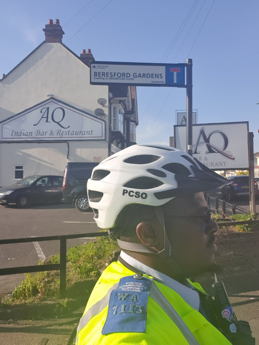 Hounslow Heath SNT officer was busy today patrolling the wards  carrying out Anti social behaviour  & drug use patrols visiting victims of motor vehicle crime.  #BeSafe #DontDoDrugs #MOTORVEHICLECRIME pic.twitter.com/2nZmtDtf81