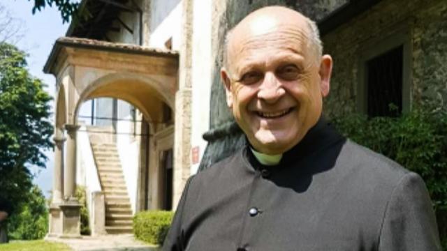 """Fr. Giuseppe Berardelli, a 72-year-old priest who gave a respirator (that his parishioners had purchased for him), to a younger patient (whom he did not know), has died from #coronavirus.   """"Greater love has no person..."""" (Jn 15:13)   https://www.araberara.it/don-giuseppe-berardelli-morto-sul-campo-da-prete-ha-rinunciato-al-respiratore-per-donarlo-a-uno-piu-giovane/26523/… via @Araberara"""