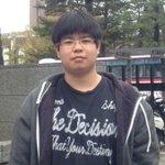 一体何があったのだろう?!京都大学法学部に入った時と、卒業の画像が違いすぎる。