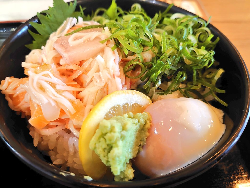 #今日のランチ は、輝の漁師丼でした〜 この店には、最終日に食べ納めしにきます  #海鮮  #輝  #神メニューpic.twitter.com/PPHuScLkIN