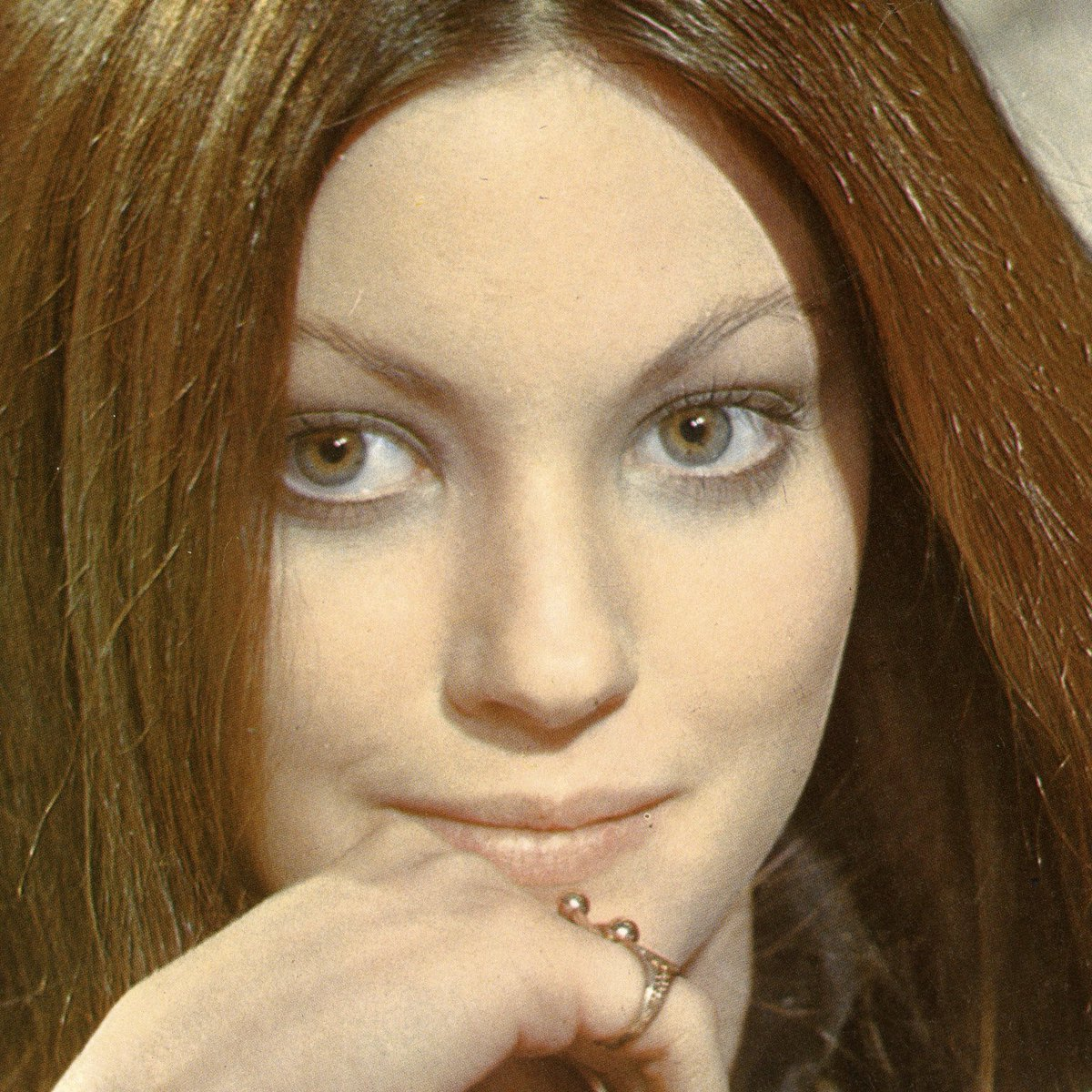 One of #LynneFrederick's most prominent trademarks was her enchanting and expressive #greeneyes eyes that might have even surpassed those of Bette Davis  #EnglishRose #LynneFrederickFanPage #celebrities #vintage #movies #photography #beautiful #1970s #angelfacepic.twitter.com/hCXZVk7HYz