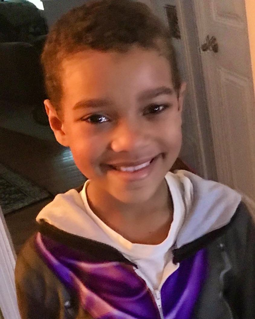 Happy 9th birthday, Landon! He isn't able to have a party this year because his family is trying to #FlattenTheCurve. Thank you to everyone who's #socialdistancing and thank you medical professionals/frontline workers who are helping us fight & get thru this historical pandemic. https://t.co/p5wkbfgfAy