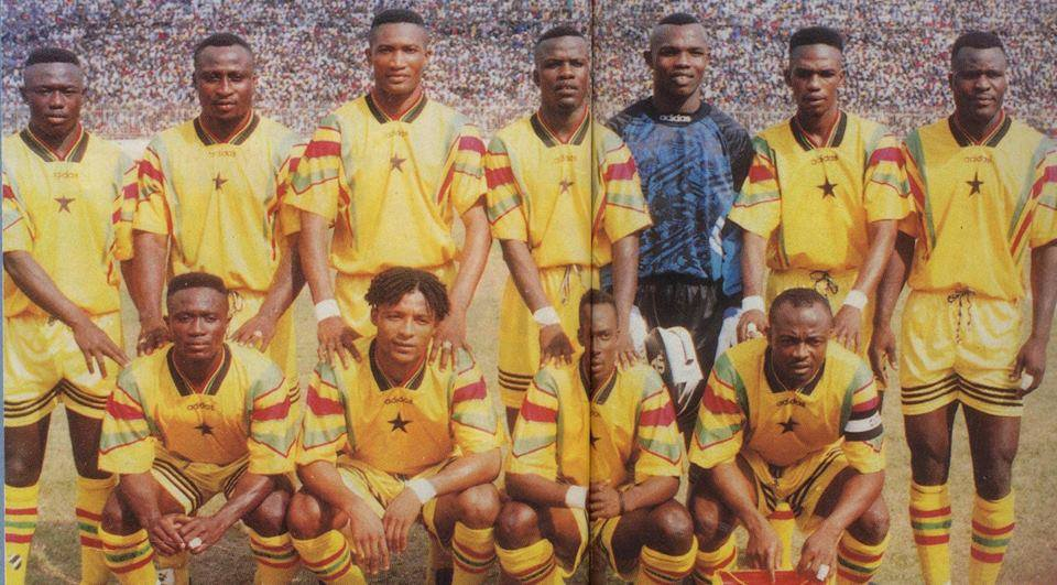 """AfricaFootballClassics on Twitter: """"Ghana starting 11 against Morocco in a  crucial 1998 FIFA World Cup qualifier. The match ended 2-2 Standing L-R:  Emma Duah, Tony Yeboah, Arthur Moses, Sammy Kuffour, Richard Kingston,"""