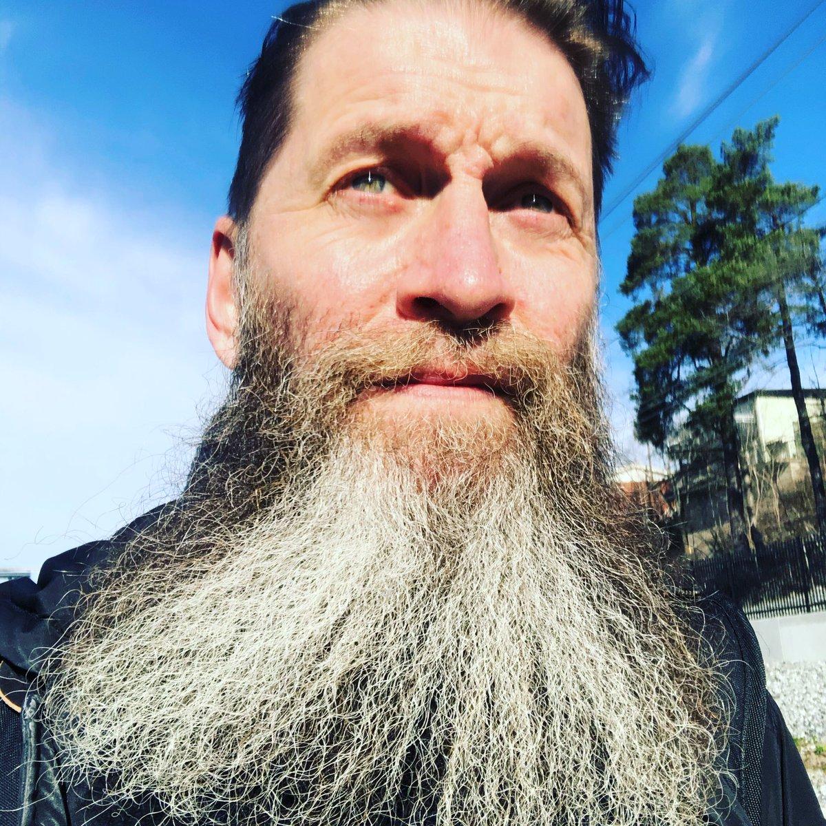 Have a great day, wash your hands and have fun! Vɪkɪɴɢ Bᴇᴀʀᴅ Cʟᴜʙ Sᴡᴇᴅᴇɴ#VikingBeardClubSweden #VBCSweden #SwedishDrakkar #VikingBeardClub #VBC #Viking #Beardclub #Family  #Vikings #drakkar #themanclub #brotherhood #beardedgentlemen #swedishbeard #beardclubpic.twitter.com/99Et6rycBx