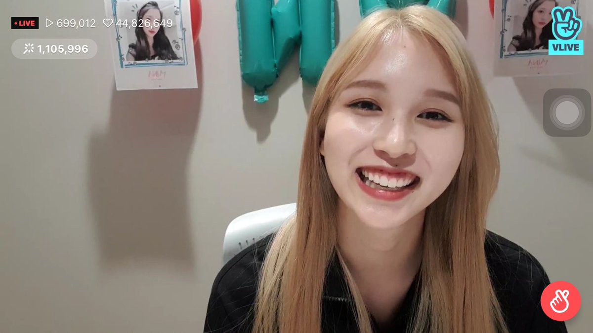 """I love it how all of us collectively lost our minds and almost simultaneously screamed """"MINA IS BLONDE"""" """"BLONDE MINA"""""""