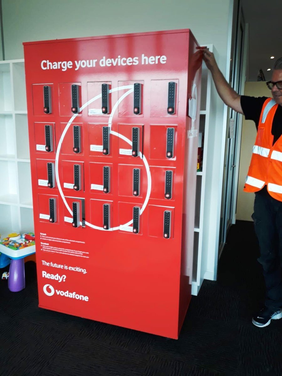 Super proud of yet another telco industry initiative to support the fight against C-19. @vodafoneNZ , @2degreesmobile and @SparkNZ , working with @aisha_daji and Starship Hospital to deliver mobile recharge stations for Auckland Hospital staff.  #BeKind #BeConnected https://t.co/e6dHxZ8H6G