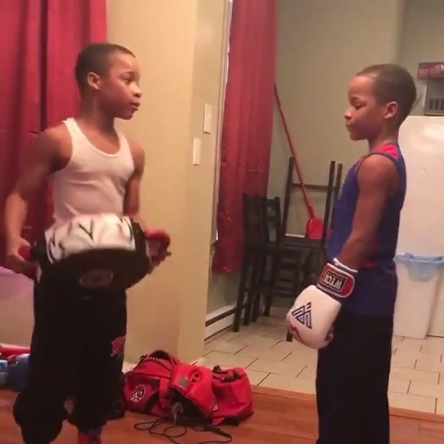 """""""C'mon, keep doing this 'til you do a real one.""""  These twins are training each other to be great ❤️  (via grandytwinsboxing/Instagram)"""