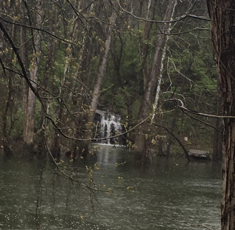 Itty Bitty Waterfall at the Park today. #ItsOKtoBEittybitty #AlanJackson pic.twitter.com/acgETrahAL