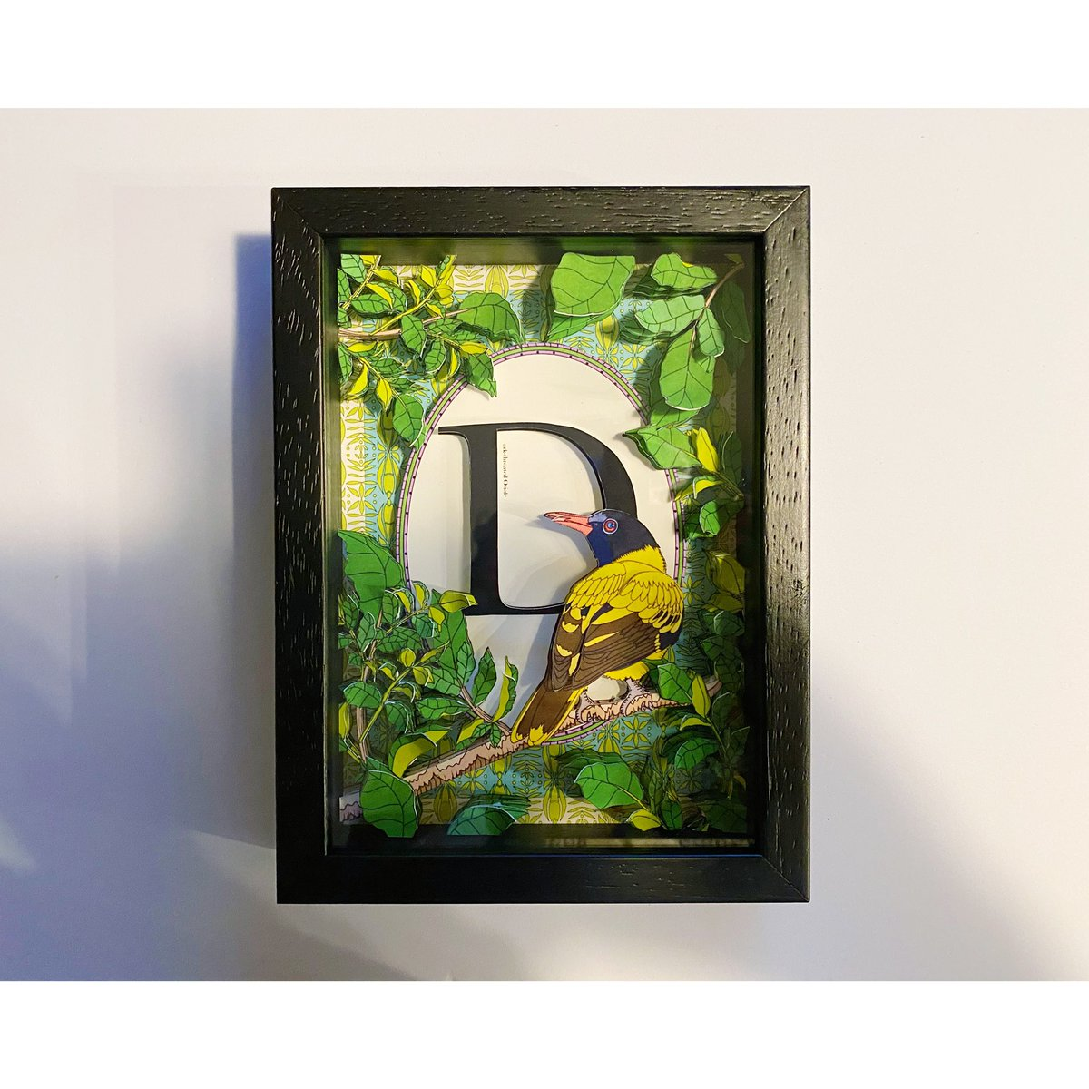 "Today's new art ""Dark throated oriole "" アルファベットシリーズ vol.21 切り絵仕上がりました☆ 4/1〜4/7まで阪神百貨店梅田本店4FにてPOP UP SHOP出店、アルファベットシリーズ販売させて頂きます。是非お越し下さい☆ #serihano #artist  #植物柄 #イラスト #テキスタイル #アート #鳥pic.twitter.com/B1wd1dRjrn"