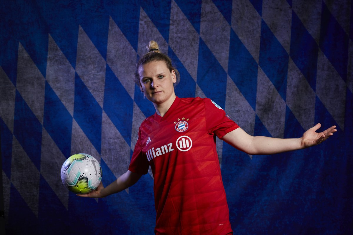 Dominika Škorvánková of @FCBfrauen named Slovakian player of the year for the 9⃣th time🇸🇰🏆🏆🏆🏆🏆🏆🏆🏆🏆