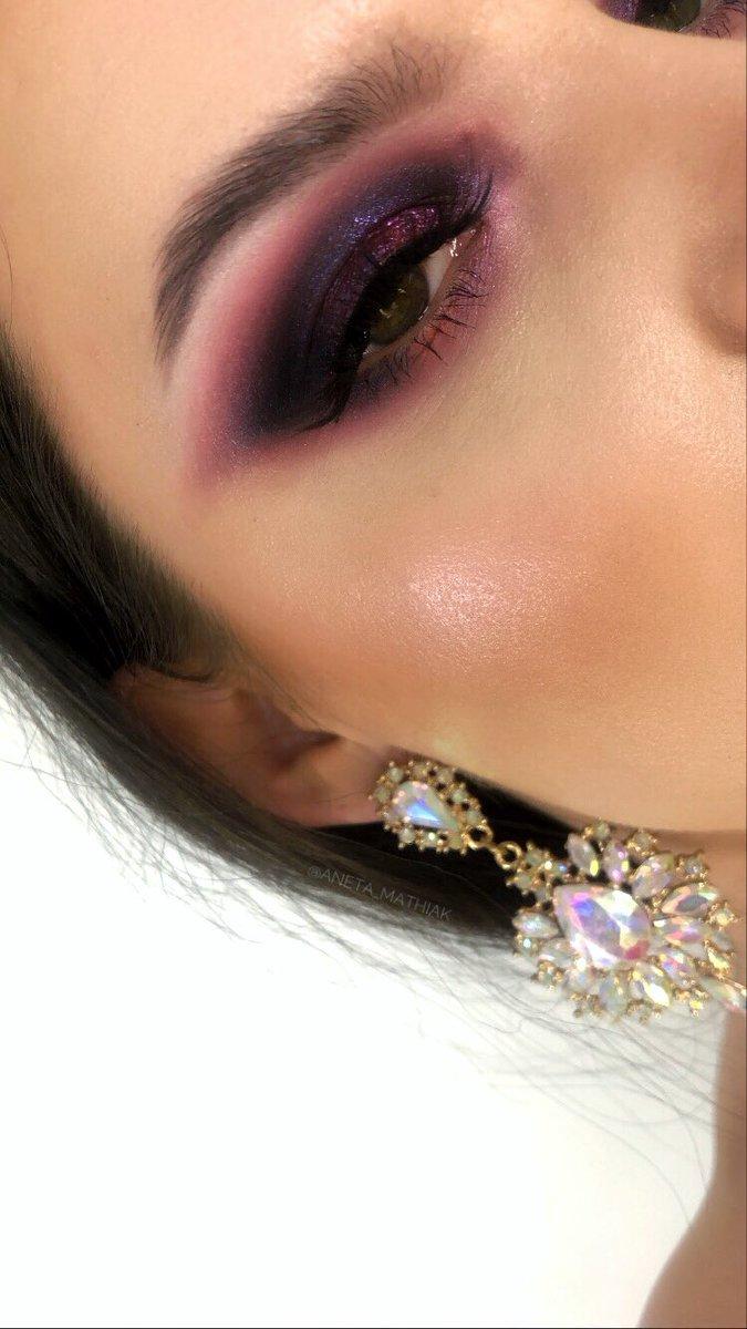 Brows: @ABHcosmetics #dipbrowgel in ebony Eyes: @ABHcosmetics #amrezypalette x #carlibybelpalette  Lips: @HYIMJEN @GerardCosmetics #lipliner cher x #hydramatte mile high @norvina1 @AnastasiaBHpr #abhbrows #anastasiabrows #abhxamrezy #abhxcarli #makeuplook #wearebrows #abhprsearchpic.twitter.com/NOBxqounyc