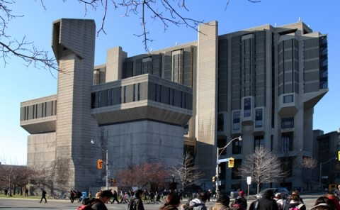 Effective this evening at 6 pm, all @UofT Libraries will be closed, including Robarts Library. Library help for research, teaching and learning will continue to be available online. For more information and updates, please visit: https://library.utoronto.ca/news/covid-19-updates-library-services-and-operations …pic.twitter.com/aAxyL8UsQE