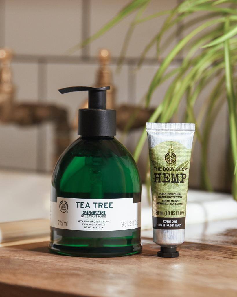 Talk about #PowerCouples! Refresh with our Tea Tree Hand Wash and follow with our Hemp Hand Protector, enriched with hydrating hemp seed oil, which nourishes dry skin. http://ms.spr.ly/6012TdmwE pic.twitter.com/wMo7LtfctQ