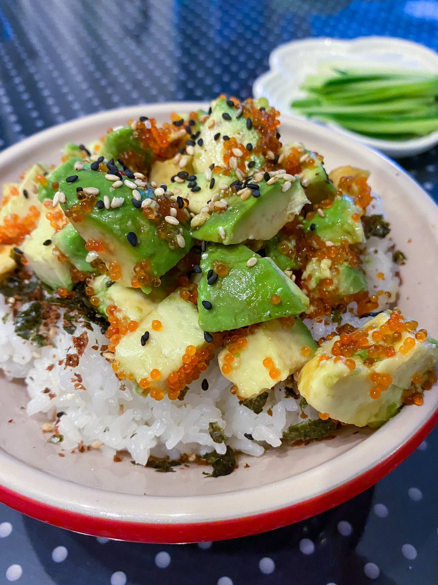 Very simple #ricebowl with #avocado #crabroe and little #soysauce #rice is topped with #furikake * * *  #自家製 #自家 #住家菜 #手料理 #料理 #cooking #cookingram #家庭料理 #料理日記 #cookingmama #homefood #ルクルーゼ #lecreuset #lecreusetjapon #lecreusethk #クッキングラムpic.twitter.com/eTtNNXdIny