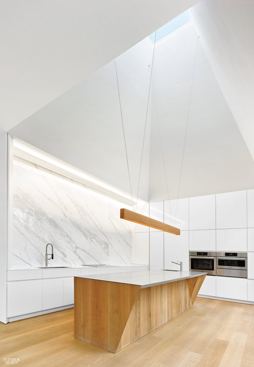 Interior Design On Twitter In This Ontario Home By Williamson Williamson Wwincto The Main Kitchen Features A Calacatta Marble Backsplash Behind Custom Cabinets With Doors In Back Painted Glass Thenkba Nkba Sponsored Https T Co Nvazfmjtfc
