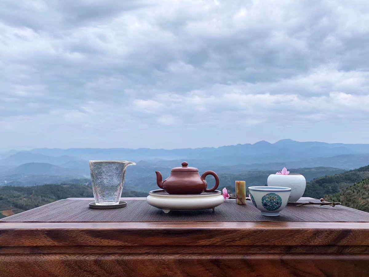 There is no reason to miss so beautiful a morning. . . . #morning #flowers #spring #teaboat #teapot #gongdaobei #teacuppuppies #cuppatea #siptea #blacktea #jinjunmei #greentea #longjing #2020springtea #newtea #freshtea #sweet #qingxiang #jianshui #art #airfresh #sky #morimateapic.twitter.com/ldoxodIHOC